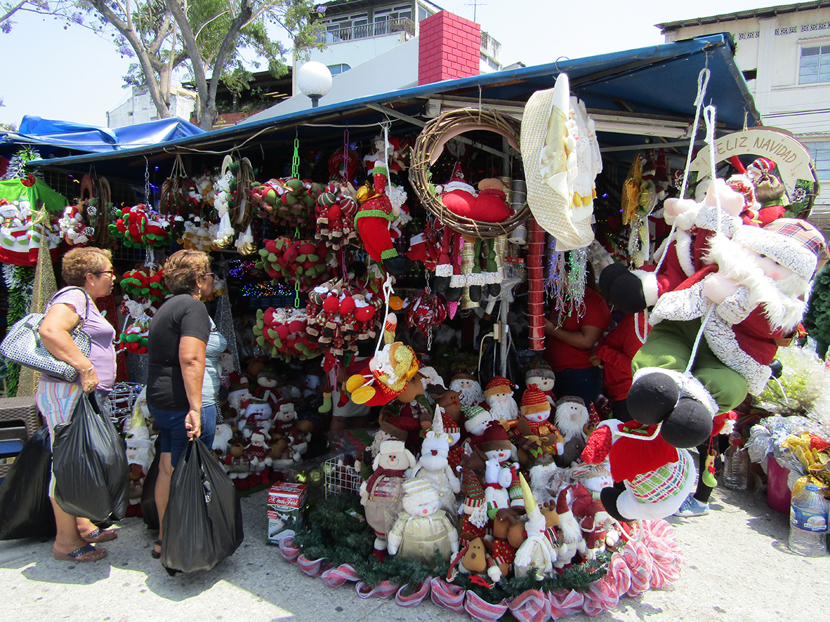 Comercio navideño se agita en la urbe