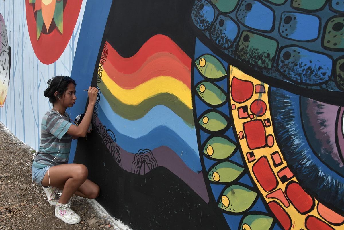 Cerro Blanco luce su colorido con murales