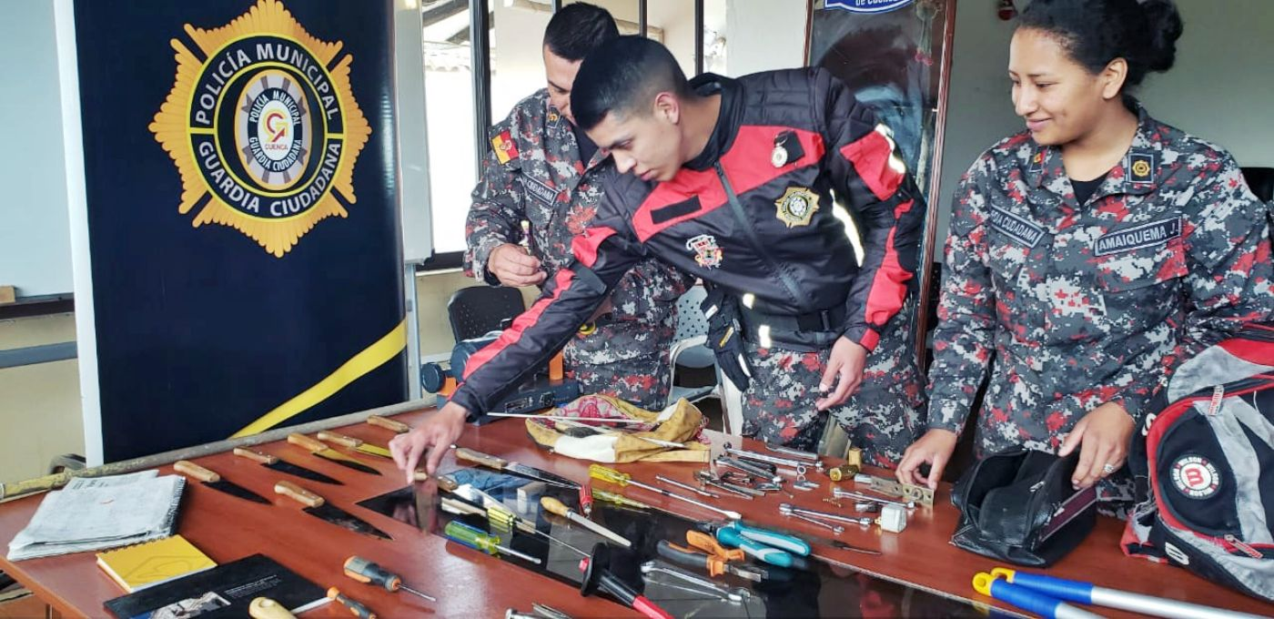 Decomisaron armas blancas en operativo
