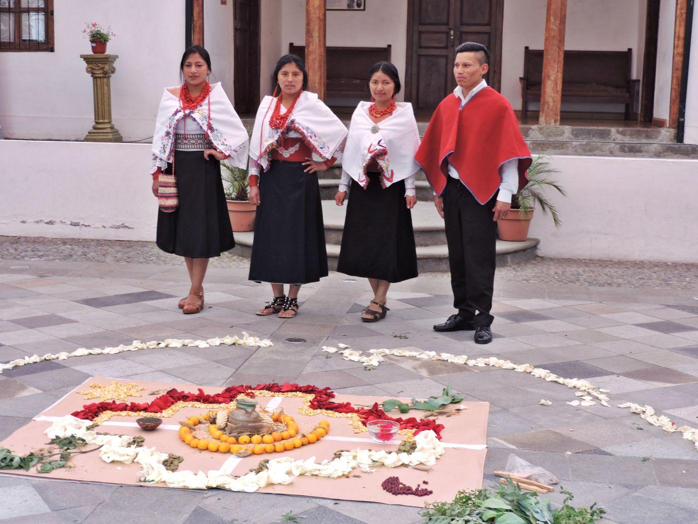 Vestimenta tradicional 'guía' al turista que visita comunidades tungurahuenses