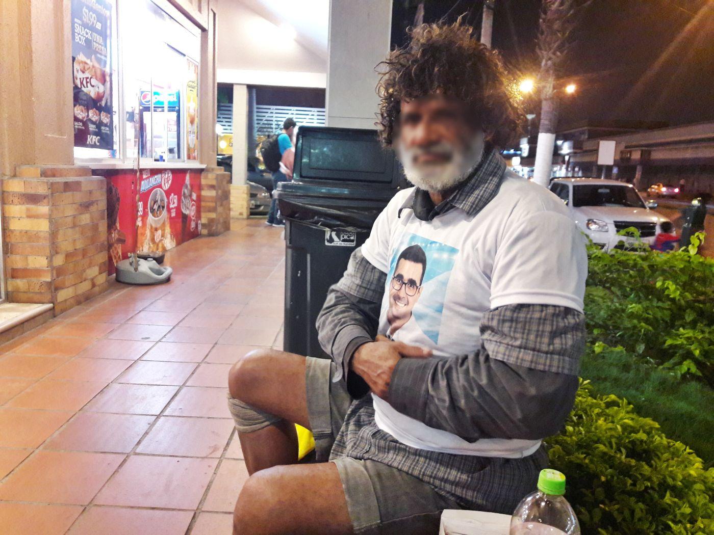 Los 'ciudadanos de la calle' se sienten olvidados por la política de Ecuador