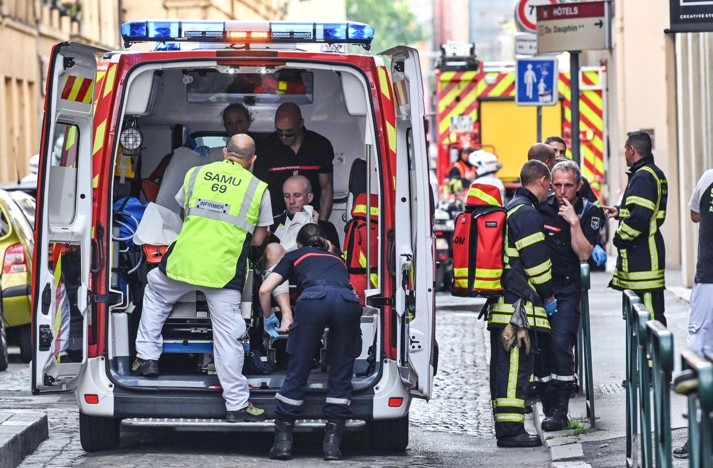 Trece heridos en atentado con paquete bomba en ciudad francesa
