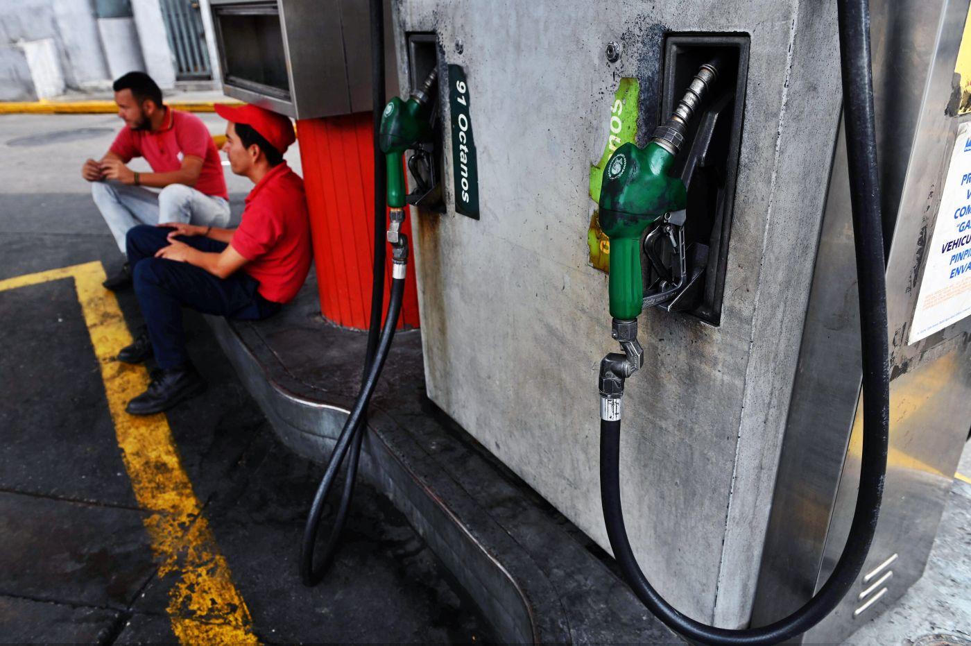Un huevo y 93 millones de litros de gasolina cuestan lo mismo en Venezuela