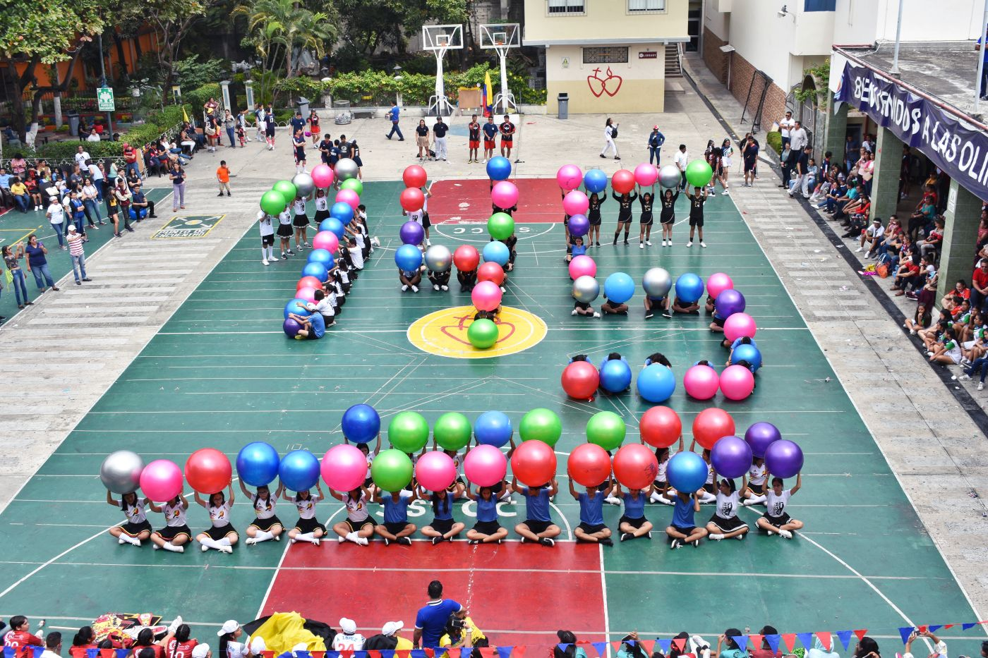 Colegio Sagrados Corazones celebró sus olimpiadas  por sus 145 años de presencia de la congregación en Guayaquil