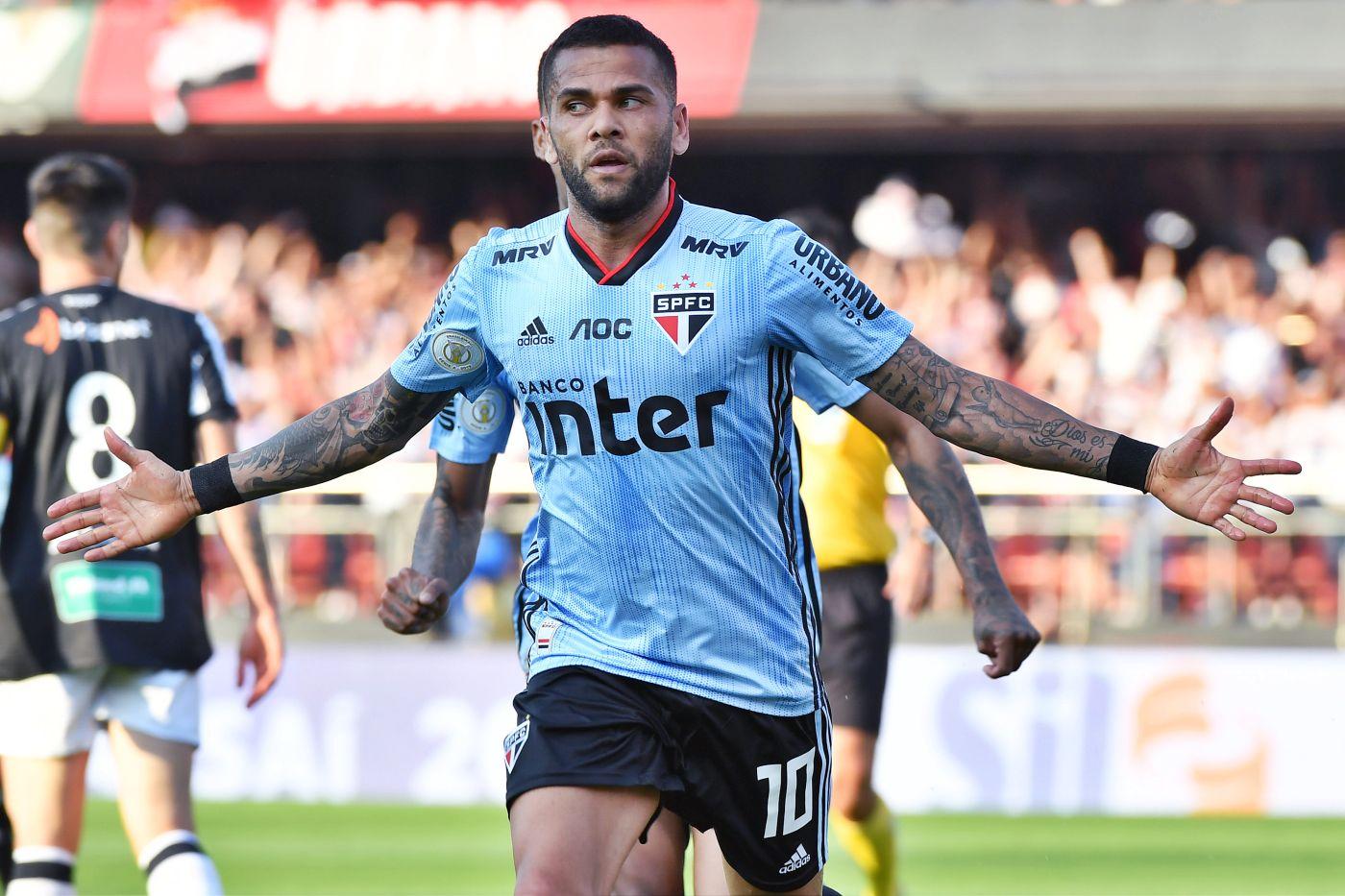 Dani Alves debuta con gol en su estreno con el Sao Paulo