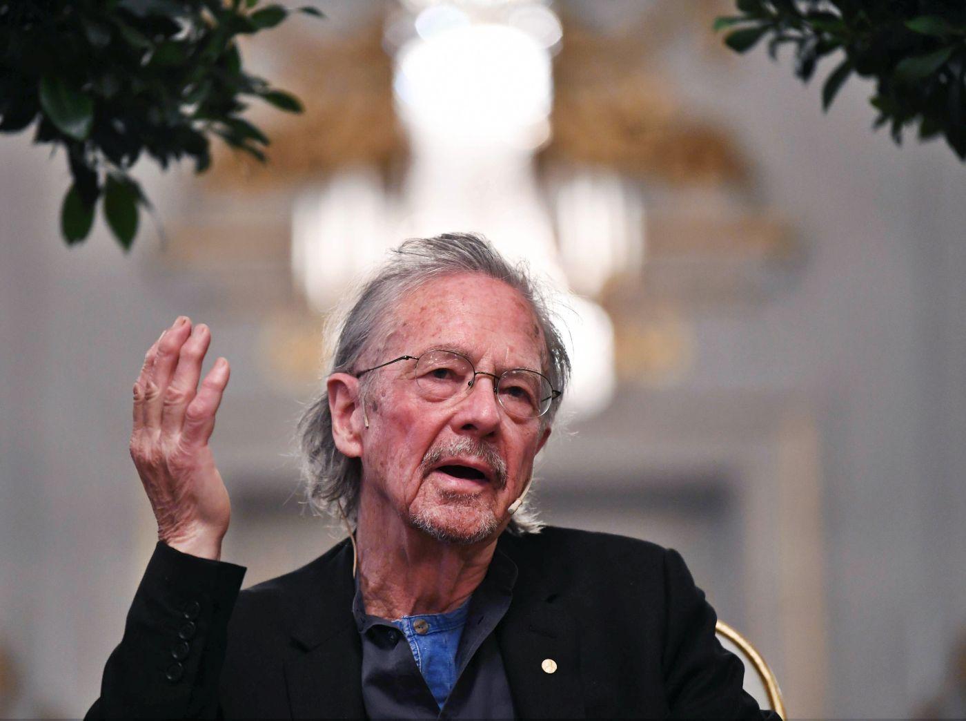 """""""Amo la literatura, no las opiniones"""", dice ganador de premio Nobel 2019"""