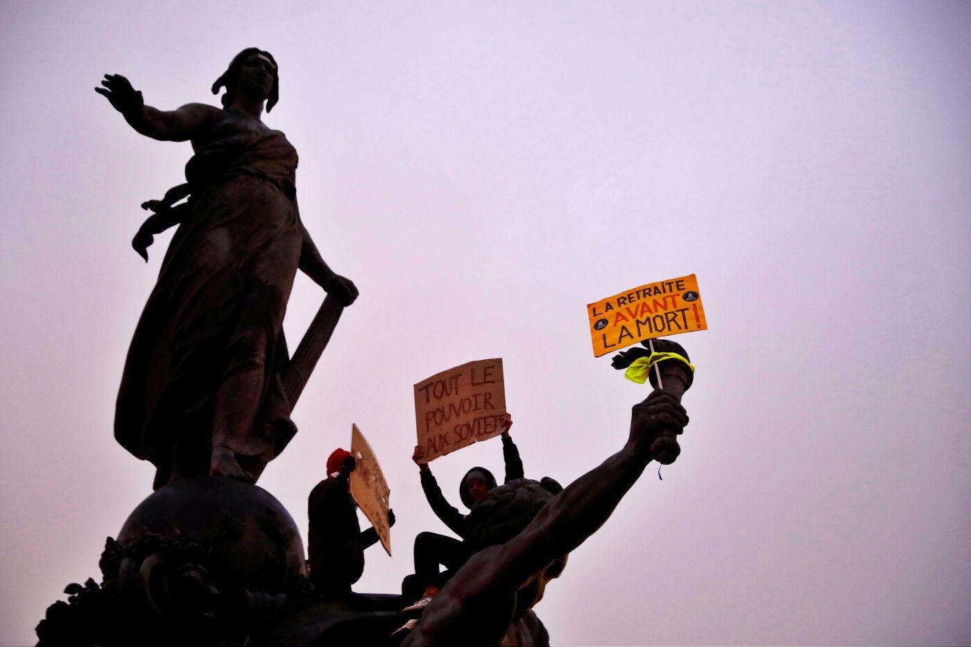 """Huelga y movilizaciones masivas para decir """"no"""" a reforma de pensiones en Francia"""
