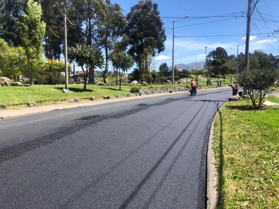 En Cuenca, se iniciaron trabajos de reasfaltado en la av. 27 de Febrero