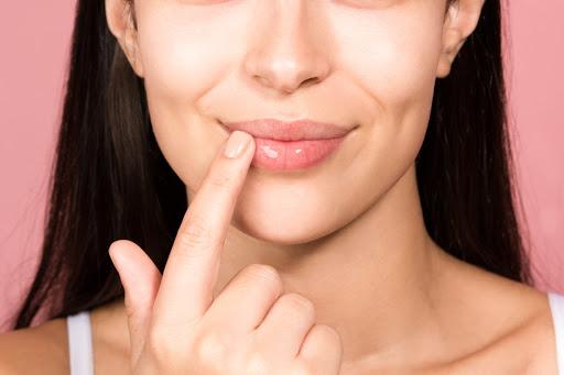Estos son los tres pasos que debes practicar para tener los labios saludables